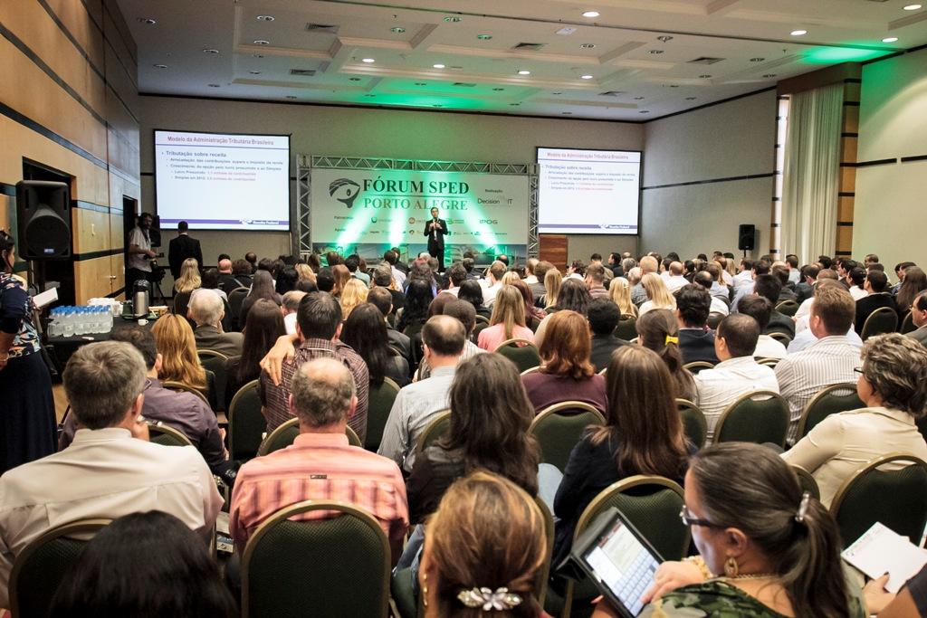 """Dr. Iágaro Martins durante sua esclarecedora palestra """"A visão da Receita Federal do Brasil sobre o SPED"""""""
