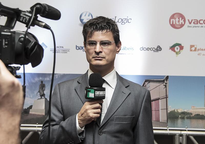 Roberto Dias Duarte, maior autor e palestrante do país sobre o SPED, sendo entrevistado pelo canal Contabilidade na TV
